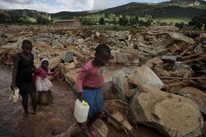 Så här ser det ut på vissa ställen i katastrofens Zimbabwe. Bild: AP