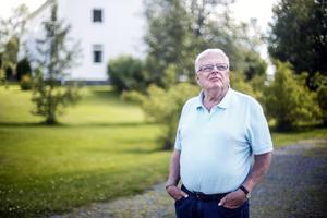 I prästgården här bakom bodde Janne Boman en period under uppväxtåren. Pappa var nämligen präst och verksam i Offerdals kyrka.