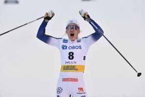 Linn Svahn efter målgången i Falun, när hon tog sin tredje sprintseger för säsongen. Bild: Henrik Montgomery/TT.