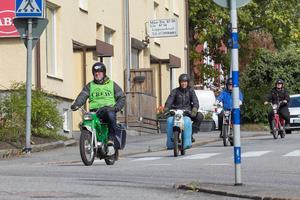 Många frivilliga från arrangerande Nynäs Shell Moppers såg som vanligt till att Mopedumrundan blev av.
