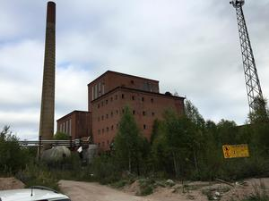 På fabriksområdet har det inte bedrivits någon verksamhet sedan 1972. Området är svårt drabbat av föroreningar och nu hoppas kommunens miljöchef att en ansökan om sanering kommer att lämnas in till Naturvårdsverket under 2018.Foto: Länsstyrelsen Dalarna