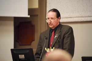 Sverigedemokraten Ulf Svensson läste upp motionen han och partiet lämnat in till kommunfullmäktige.