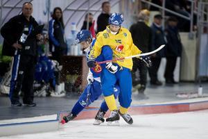Markus Kumpuoja i duell med Johan Esplund under VM i Chabarovsk 2015.