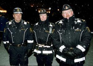 1 januari 2000, millennieskiftet i Västerås. VLT minglade runt. På bilden syns poliserna Sune Nilsson, Helene Gaal och Staffan Rydkvist.