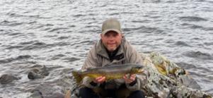 Åke Andersson öring på knappt 2 kg från Stöpsjön tog honom inte riktigt in i poänligan. Men det var en fin fisk.