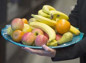 Livsmedelsverket rekommenderar att vi ska äta minst 500 gram frukt och grönsaker varje dag. Foto: Fredrik Sandberg / TT