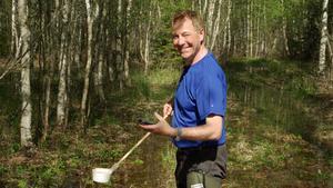 Myggbekämparen Jan Lundström håller på att ta fram en åtgärdsplan för myggplågan i Enhörna. Foto: Privat