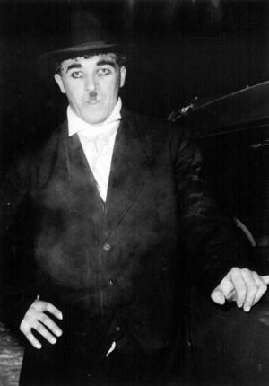 Åke Lassas som Charlie Chaplin(!) på maskerad. Foto: DD:s bildarkiv