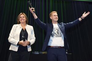 Eftervalsdebatten lär bli hård inom Miljöpartiet. Frågan är om språkrören Isabella Lövin och Gustav Fridolin får sitta kvar. De har inte heller gjort ett tillräckligt bra jobb. Det är talande att de inte har lyckas lyfta sina förtroendesiffror i valrörelsen, som många andra partiledare har gjort. Foto: Maja Suslin, TT.