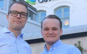De moderata regionråden i opposition, Patrik Stenvard och Alexander Hägg  betvivlar att Jan Lahenkorva ens läst de svar han fått.