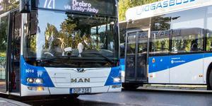 De drastiskt höjda busspriserna slår hårt - inte minst mot pensionärer. Foto: Gabriel Rådström/