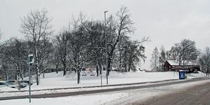 I parken nedanför Kristiansborgsbadet planerades byggen. Det blir inte av.