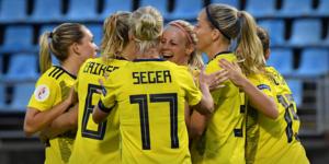 Efter tidigt underläge kunde Sverige vända matchen och vinna med hela 4–1.