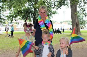 I år var det andra gången Ann Garpefelt besökte Roslagen Pride. Med sig hade hon tjejerna Olivia, Charliee och Juni.