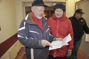 Paret Torbjörn Eriksson och Carin Henriksson var bland de första som registrerade sig på nya vårdcentralen Sollefteå Centrum under onsdagsmorgonen.