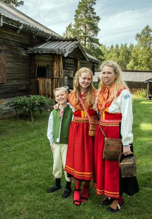 Erika Borbos med barnen Isaac och Alicia.