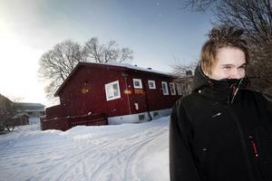 vill inte byta igen. Andreas Ramsell Jansson har bytt skola många gånger. Men på resursskolan tycker han och hans pappa att det har funkat bra. Nu ska skolan flytta, en flytt som Andreas helst skulle vilja slippa.