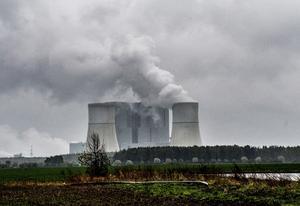 Per Edström menar att så länge länder som Kina inte begränsar sina utsläpp är det mycket lite Sverige kan göra för att hjälpa klimatet. (Bild från ett kolkraftverk Schwarze pumpe i Lausitz i östra Tyskland