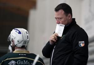 Tränaren Göran Tärnlund har en del att fundera på efter Malungs tredje raka förlust i Hockeyettan.