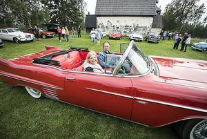 Kenneth Danielsson med frun Annika i sin Cadillac Cab från 1958
