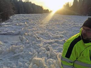 Personal från både räddningstjänsten och länsstyrelsen fanns på plats vid Ogströmmen.