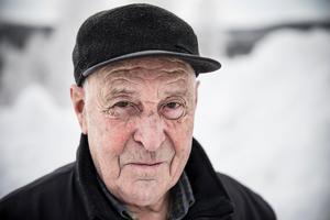 Fjällräddare John-Erik Olofsson minns mycket av räddningsuppdraget han beordrades ut på för 40 år sedan. Ett uppdrag som slutade med att han och de andra i patrullen fick frakta ner sex ihjälfrusna personer.  – Man hade det på näthinnan bra länge. Det var svårt att sova, man drömde om det där ett bra tag.