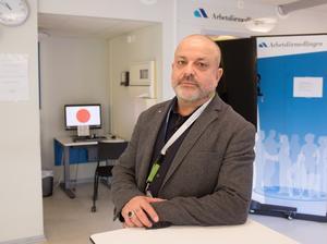 Mohamed Chabchoub, chef för Arbetsförmedlingen i Gävleborg, är försiktigt positiv till arbetsmarknadsministerns nya utspel.
