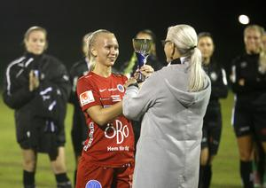 Elin Bengtsson var lagkapten när Kif Örebro vann distrikscupsfinalen mot ÖSK Söder 2018. Nu har hon skrivit på ett nytt tvåårsavtal med klubben. Arkivfoto
