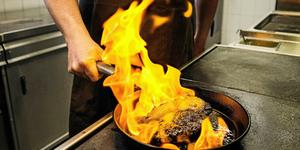 """""""Det finns nästan inga andra yrken som använder alla sinnen på det sättet som kocken gör. Det är väldigt häftigt"""", säger Stefan Johansson, krögare på Högbo brukshotell, Foto: Robbin Norgren"""
