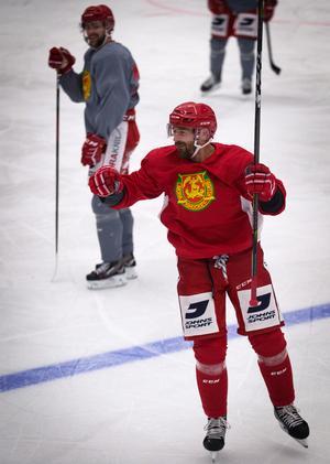 Tomas Skogs utgick i sista matchen mot Färjestad och missar också SHL–premiären mot Örebro.