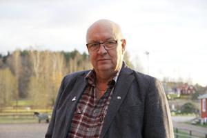 Regionstyrelsens ordförande Ulf Berg (M)  ger uttryck för att frågan om Tåg i Bergslagens planer på neddragning av trafiken förbi Avesta egentligen är en icke fråga eftersom vare sig Region Dalarna eller Tåg i Bergslagen tagit något beslut i frågan.