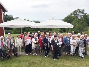 Ett 60-tal personer från olika platser i Laxå kommun deltog i Röda korsets resa för äldre i torsdags. Resan gick till Harge och Övralid. Foto: Tolle Furegård