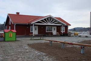 Det nya huset till förskole- och fritídsverksamheten stod klart januari 2008.