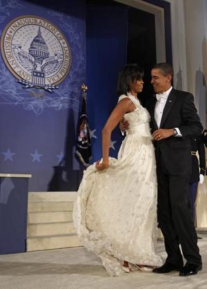 Michelle Obama skakar loss med sin man president Barack Obama natten till onsdagen.