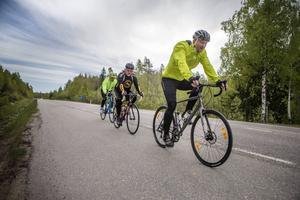 Cyklisterna kan välja mellan sträckorna 40 km och 80 km under Bergviken runt.