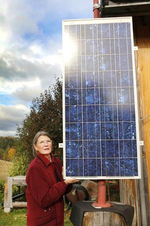 Helmuth Klingenberg har ordnat så att solcellerna går att vrida efter solen.