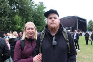 Från vänster Sandra Helge och Marcus Gustafsson är nöjda med festivaldagarna. Rebecka & Fiona och Matoma var favoriterna.