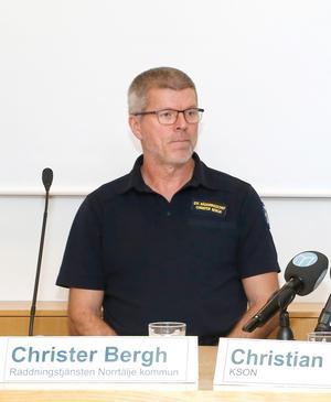 Christer Bergh, tillförordnad räddningschef i Norrtälje kommun, vid torsdagens presskonferens.