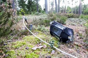 Belysningen är vandaliserad och samtliga glödlampor har försvunnit från Ångersjöns camping.