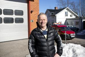Mats Edbom är deltidsbrandman sedan 20 år och den som får närmast till jobbet.