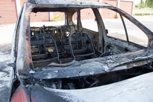 Personbilen totalförstördes vid branden.
