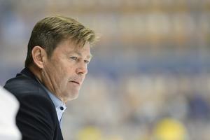 Leksands assisterande tränare Gunnar Persson säger varken bu eller bä om man kommer testa boxplay med tre backar mot Örebro. Foto: Mikael Fritzon/TT.