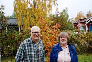 Elisabeth Jämting 77 år och Birger Jönsson 85 år har inte orienterat tidigare men har fastnat för orienteringsförbundets motionssatsning. Elisabet har tagit 255 kontroller hittills och tänker ta alla 300 inom Östersunds kommun innan säsongen tar slut i slutet av oktober.