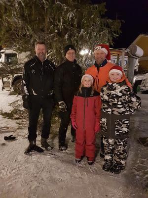 Julgranspatrullen Kent Olofsson,  Crister Lindh, Moa Lindh, Arvid Lindh och Jonas Åström.