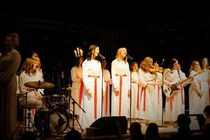 Band och sångare framträder Winter wonderland.