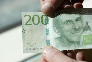 Hemtjänstmedarbetare i Ö-vik mister sin 200-lapp i julpeng, något skribenten upprörs över. Bild: Fredrik Sandberg/TT