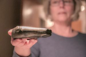 Originalet förvaras i dag på Historiska museet. Arkeologen Maria Landin har en kopia hemma av bränd lera, gjord av keramikern Lisa Trägårdh.