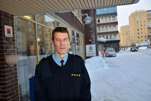 Polisen Peter Johansson  varnar för bedragare som ringer upp och påstår sig komma från banken.