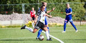 Nikita Stigsson på väg att avlossa skottet som gav hennes första mål för säsongen.