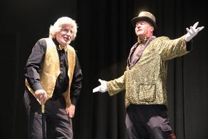 Mikael Eriksson, till höger, sjunger för Lennart Wadin.